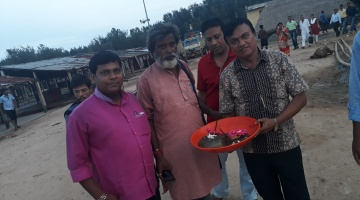 Holistic approach<br>Trying rakhi for Horseshoe crab conservation
